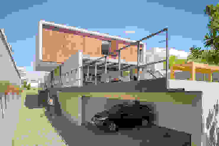 Modern garage/shed by Joana França Modern