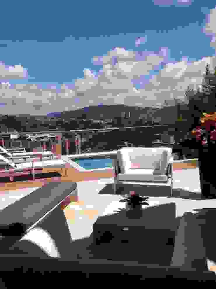 Terraza Loa Campitos Balcones y terrazas de estilo moderno de THE muebles Moderno