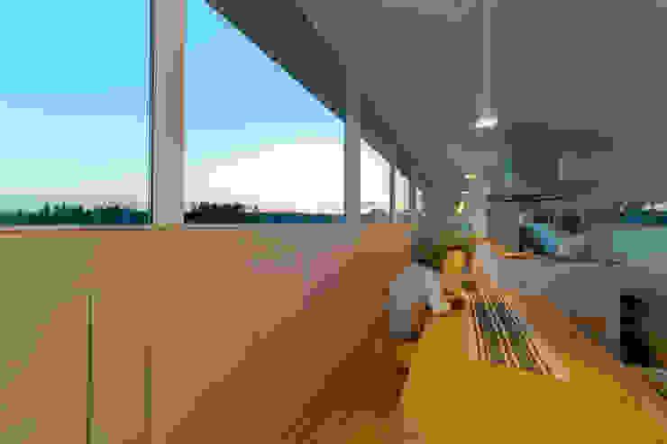 Salle à manger moderne par インデコード design office Moderne