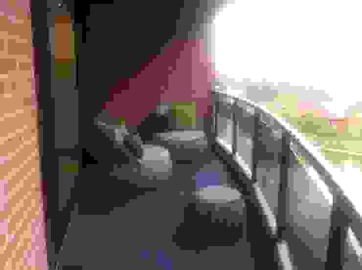 Proyecto Lagunita THE muebles Balcones y terrazas de estilo moderno