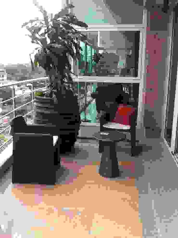 Terraza Altamira Balcones y terrazas de estilo moderno de THE muebles Moderno
