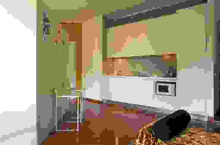 ROBERTA DANISI architetto Cocinas de estilo moderno Madera Blanco