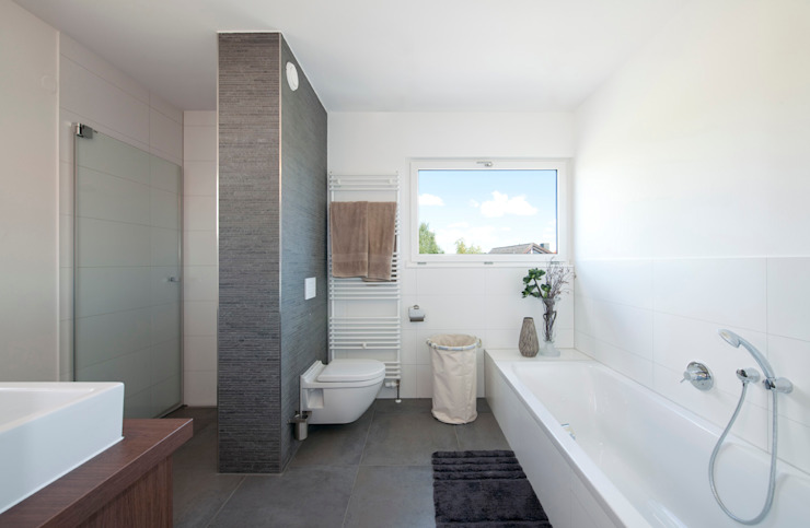 Modern style bathrooms by KitzlingerHaus GmbH & Co. KG Modern