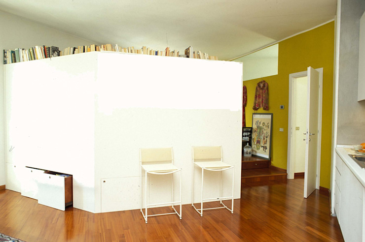 ROBERTA DANISI architetto ห้องนั่งเล่น ไม้ White