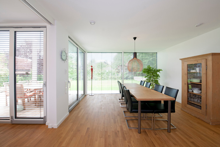 Dining room by KitzlingerHaus GmbH & Co. KG, Modern
