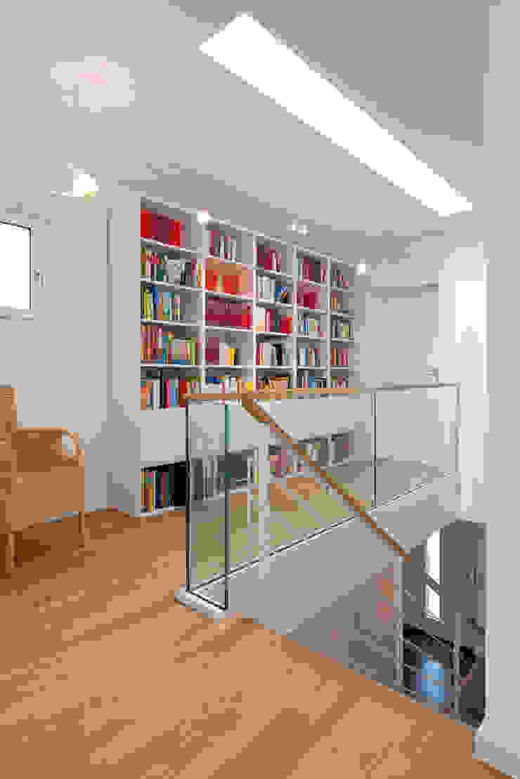 Modern Corridor, Hallway and Staircase by KitzlingerHaus GmbH & Co. KG Modern