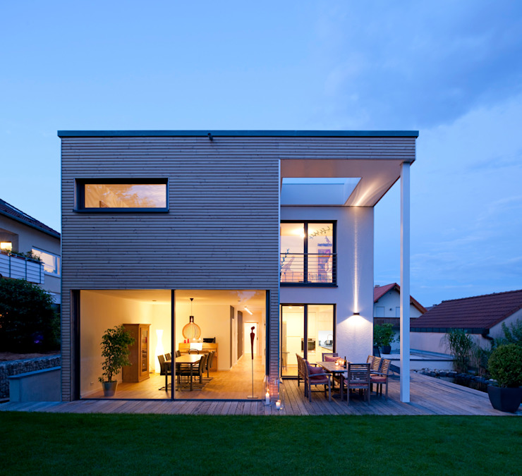 Modern houses by KitzlingerHaus GmbH & Co. KG Modern Wood-Plastic Composite