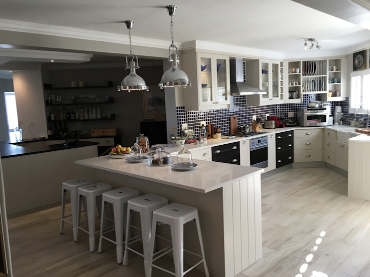 De Kelders Residence Hermanus Western Cape:  Kitchen by CS DESIGN, Modern