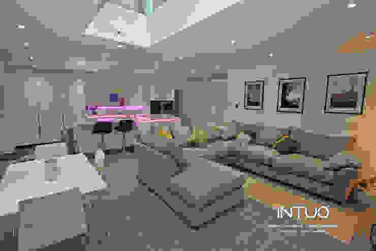 "Stunning ""open house"" handleless kitchen. Modern kitchen by Intuo Modern"