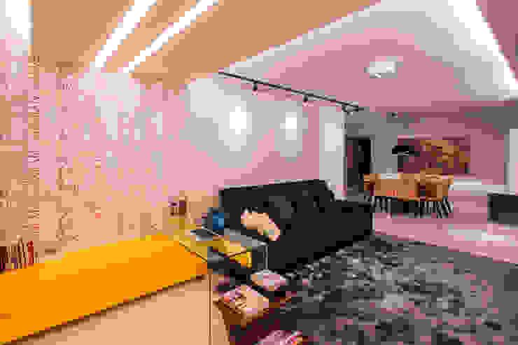 Estar e home office integrados Salas de estar modernas por Caroline Vargas | C. Arquitetura Moderno