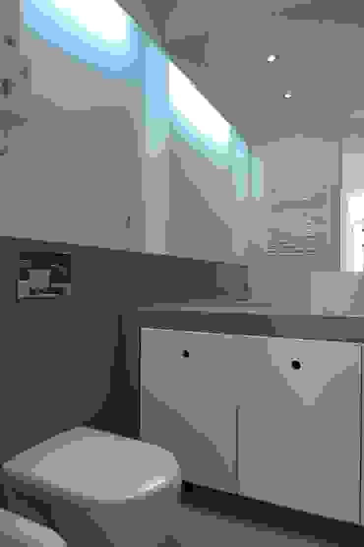 I.S Suites ARH Casas de banho modernas por QFProjectbuilding, Unipessoal Lda Moderno