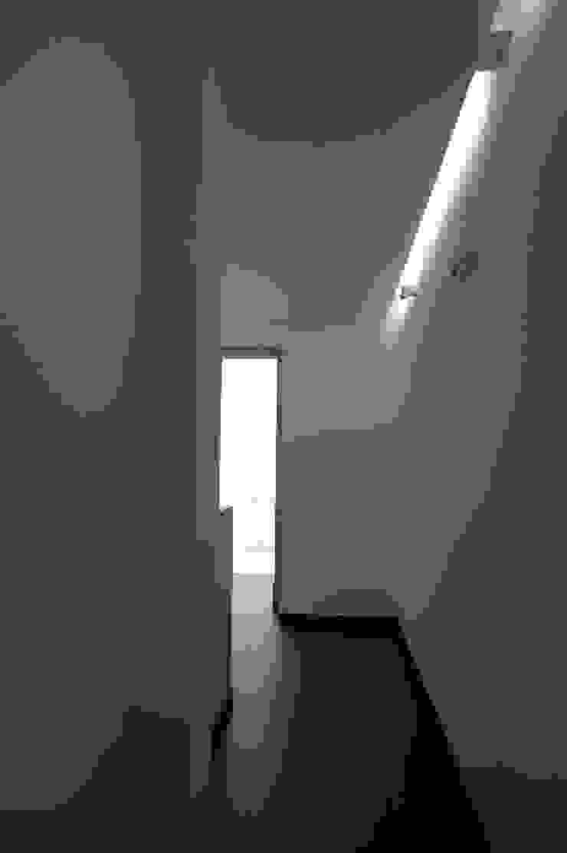 Acessos ARH Corredores, halls e escadas modernos por QFProjectbuilding, Unipessoal Lda Moderno