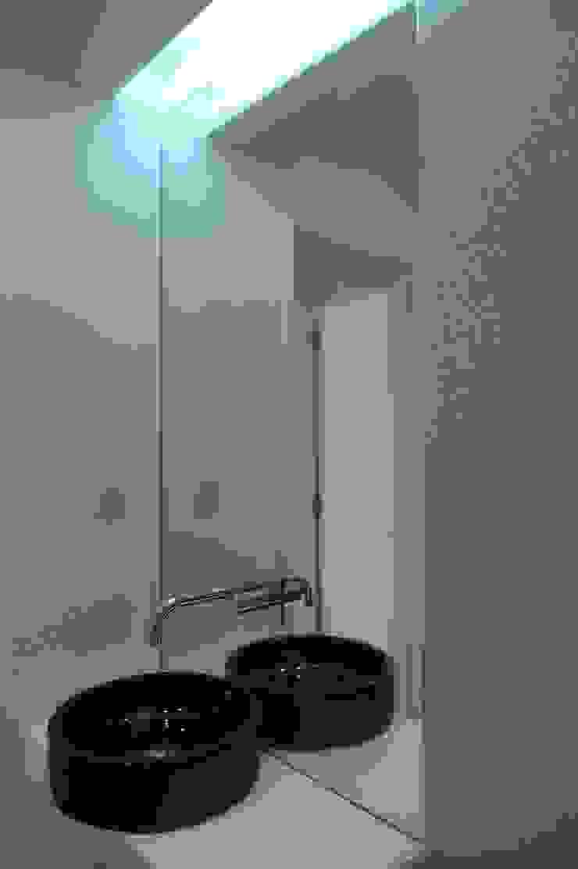 I.S Social ARH Casas de banho modernas por QFProjectbuilding, Unipessoal Lda Moderno