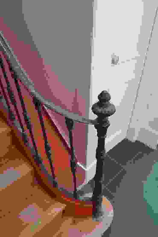 Pormenor ARH Corredores, halls e escadas clássicos por QFProjectbuilding, Unipessoal Lda Clássico