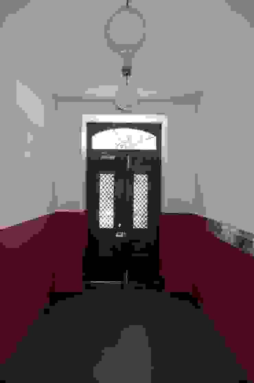 Hall de Entrada ARH Corredores, halls e escadas clássicos por QFProjectbuilding, Unipessoal Lda Clássico
