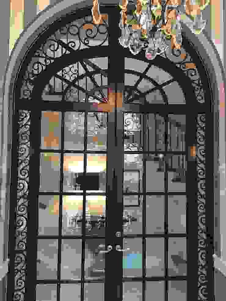 Kalorama Vestibule Lighting Hinson Design Group 經典風格的走廊,走廊和樓梯