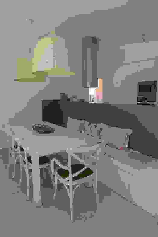 House – Carrasqueira, Sesimbra Salas de jantar modernas por QFProjectbuilding, Unipessoal Lda Moderno