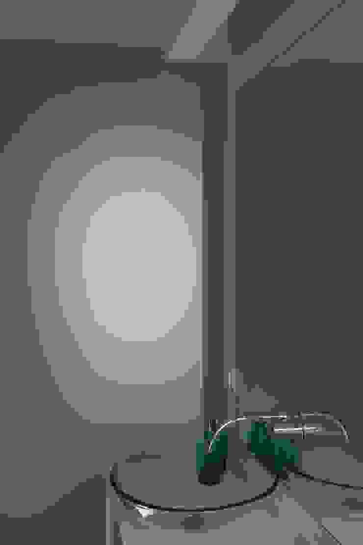 House – Carrasqueira, Sesimbra Casas de banho modernas por QFProjectbuilding, Unipessoal Lda Moderno