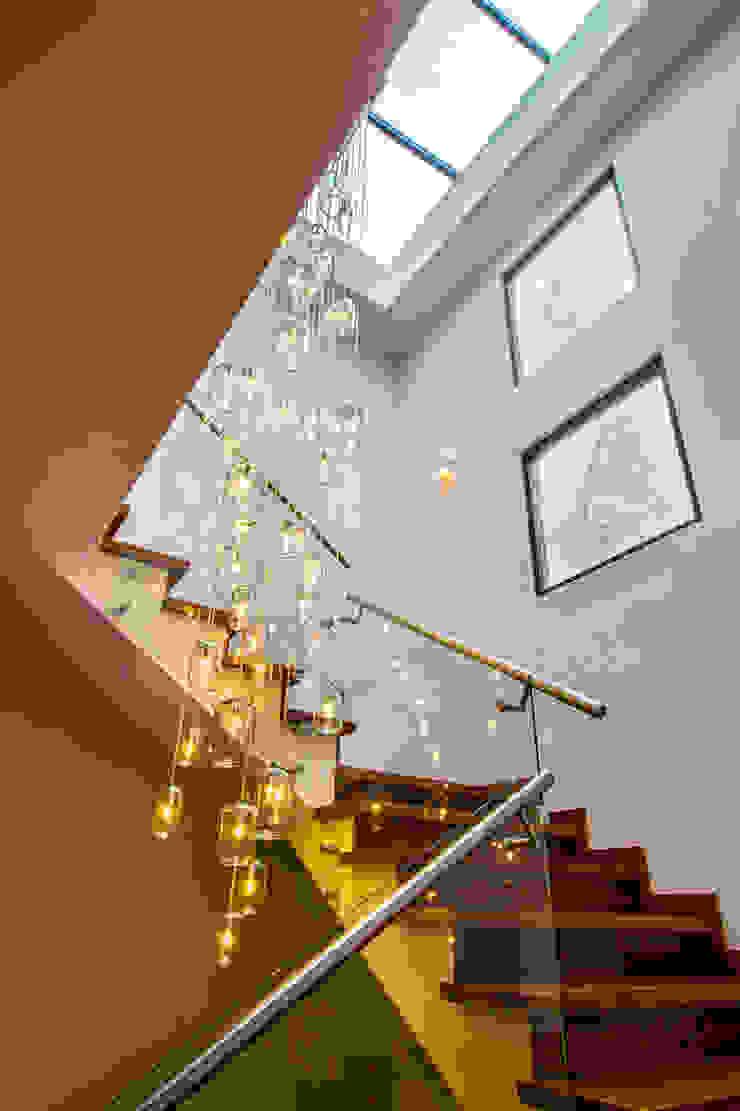 Casa Gonmar Pasillos, vestíbulos y escaleras modernos de DIN Interiorismo Moderno