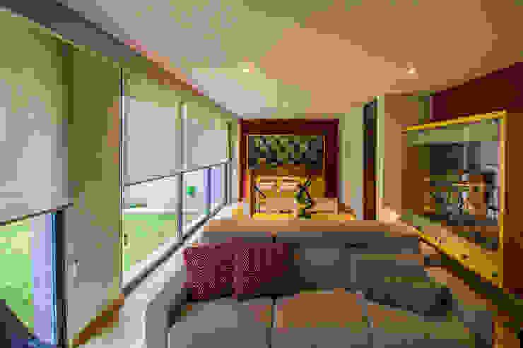 Casa Gonmar Salas multimedia modernas de DIN Interiorismo Moderno