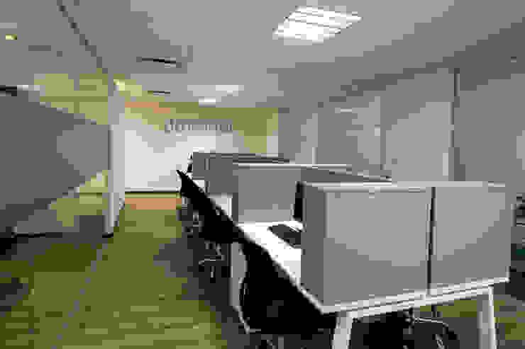 Doterra Estudios y despachos modernos de DIN Interiorismo Moderno