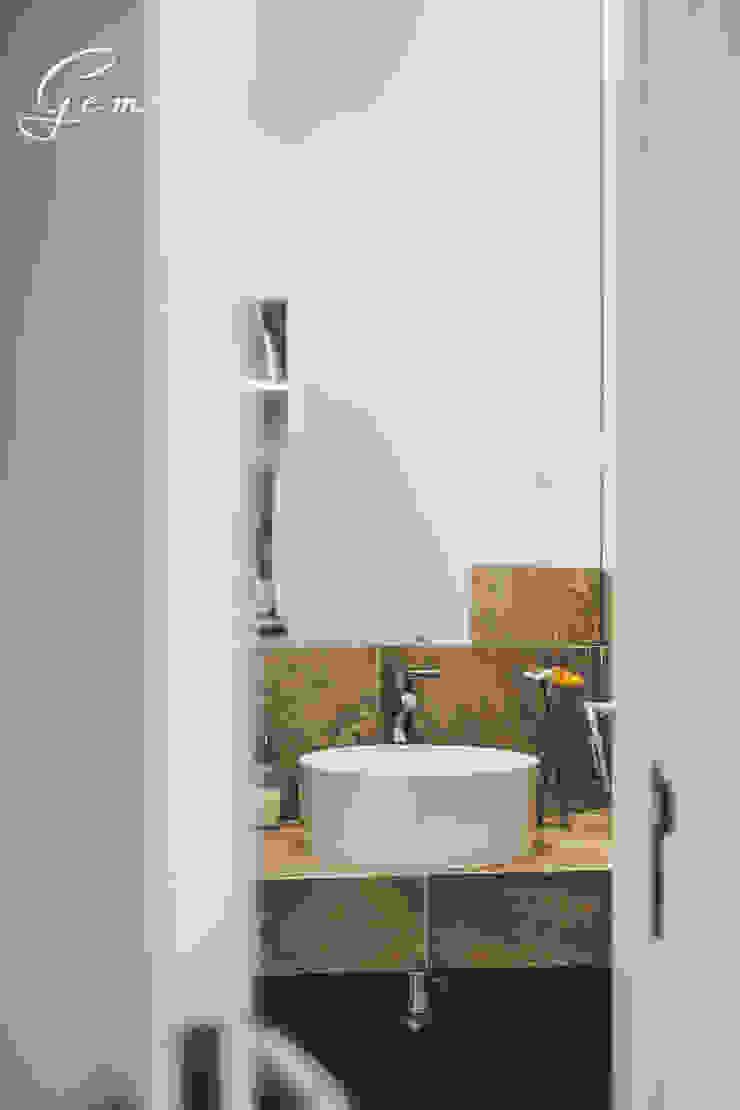 Casa Pombalina: <q>de velho a novo</q>. Casas de banho rústicas por Obrasdecor Rústico Cerâmica