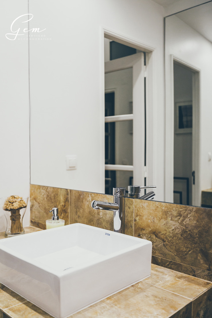 Casa Pombalina: <q>de velho a novo</q>. por Obrasdecor Rústico Porcelana