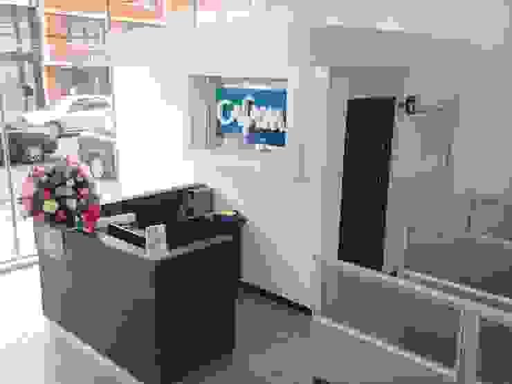 AGENCIA DE EMPLEO CAFAM – TOBERÌN / BOGOTÀ COLOMBIA SEPT 2014 de Kraft Atomo Arquitectura / Urbanismo / Paisajismo Minimalista