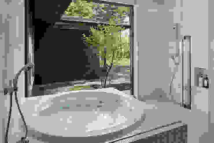 浴室~041軽井沢Mさんの家: atelier137 ARCHITECTURAL DESIGN OFFICEが手掛けたスパ・サウナです。