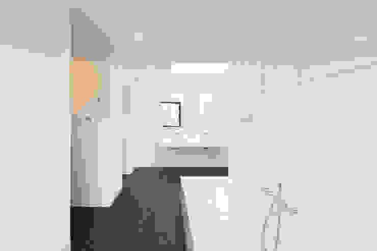 sebastian kolm architekturfotografie Modern Bathroom