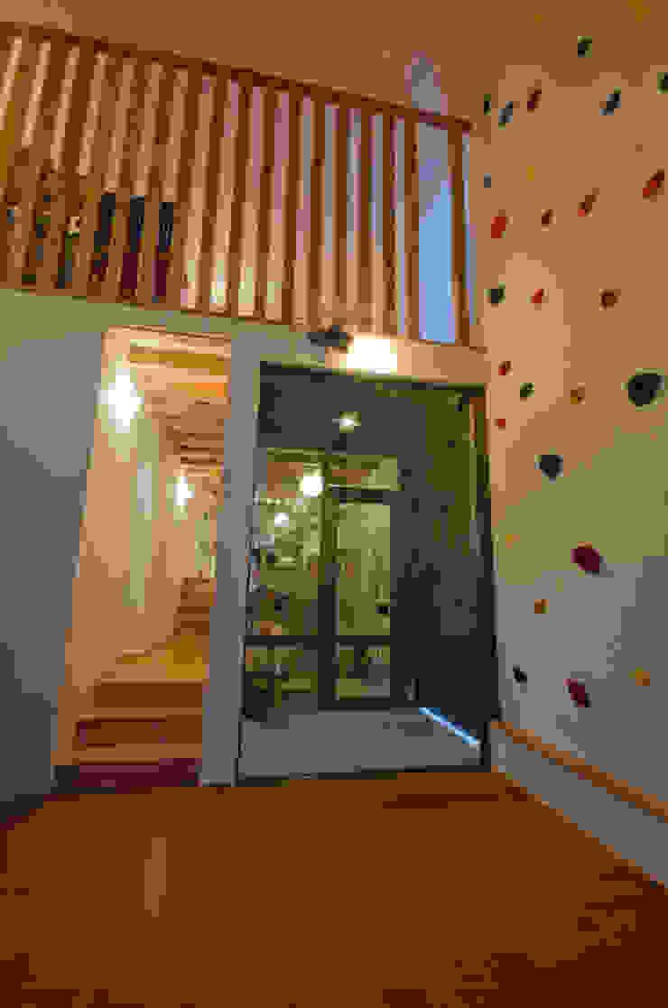 Rustic style living room by FrameWork設計事務所 Rustic