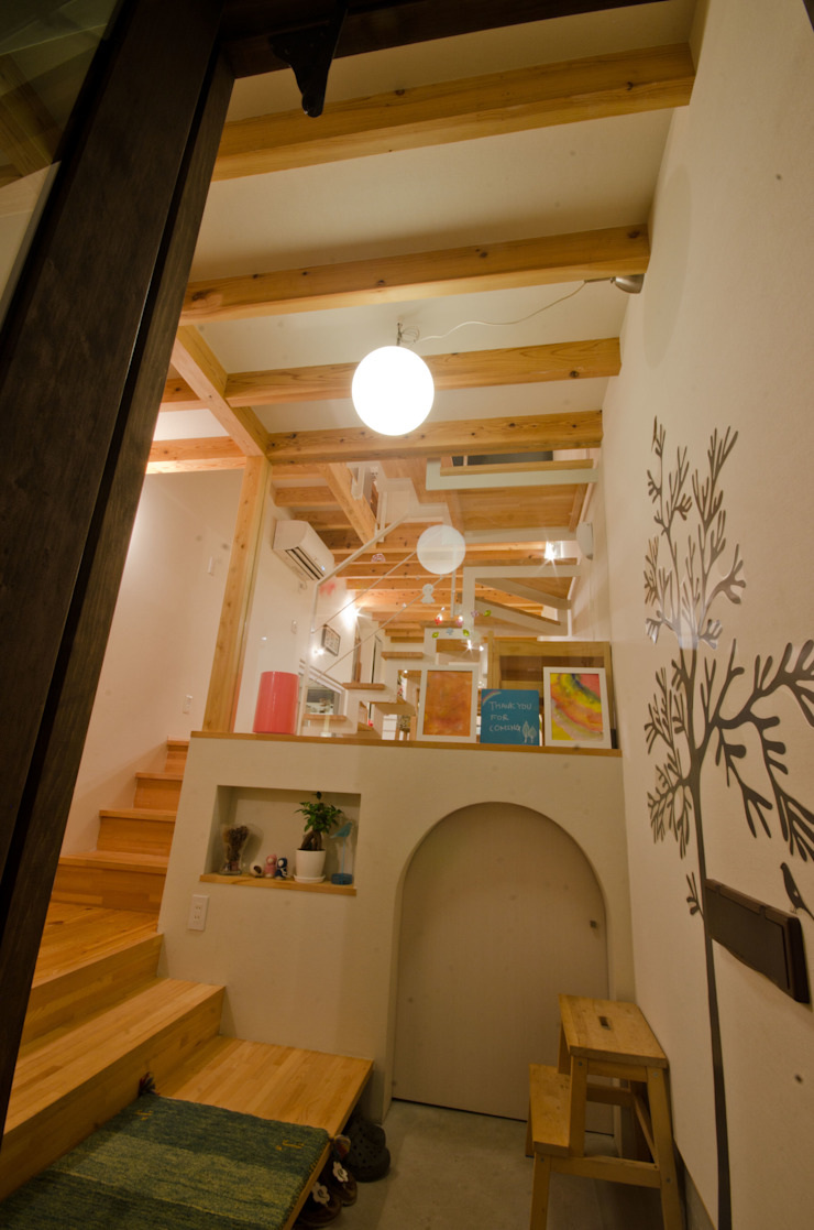 Rustic style corridor, hallway & stairs by FrameWork設計事務所 Rustic