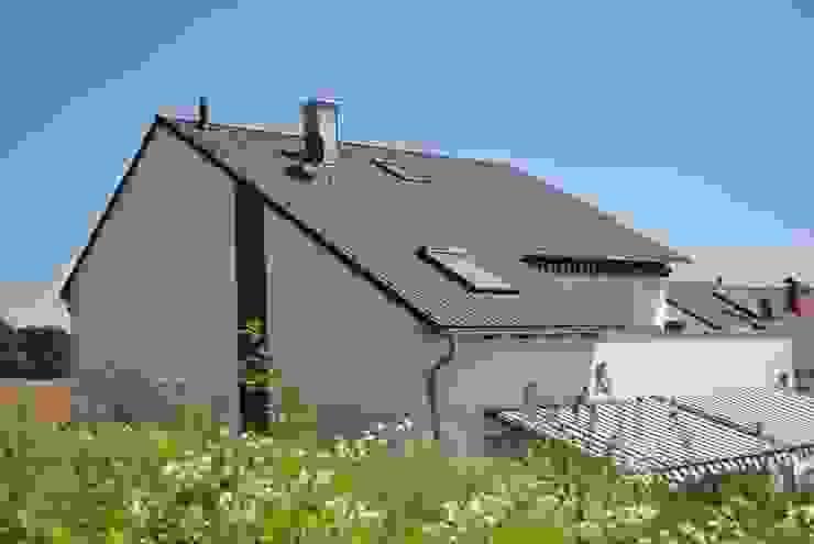 Projekty,  Domy zaprojektowane przez Froese Dach, Klasyczny