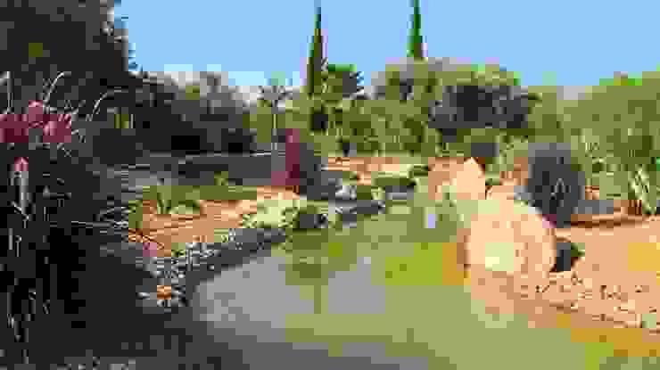 The Lake Garden Jardins mediterrânicos por JARDIMGARVE Mediterrânico