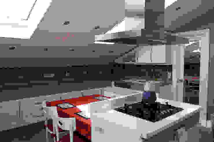 Bebek Çatı Katı Klasik Mutfak İndeko İç Mimari ve Tasarım Klasik