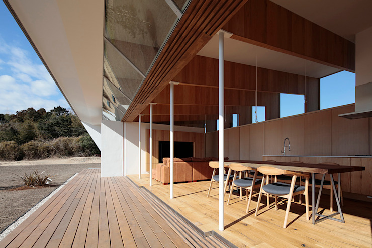 Balcones y terrazas escandinavas de 桑原茂建築設計事務所 / Shigeru Kuwahara Architects Escandinavo