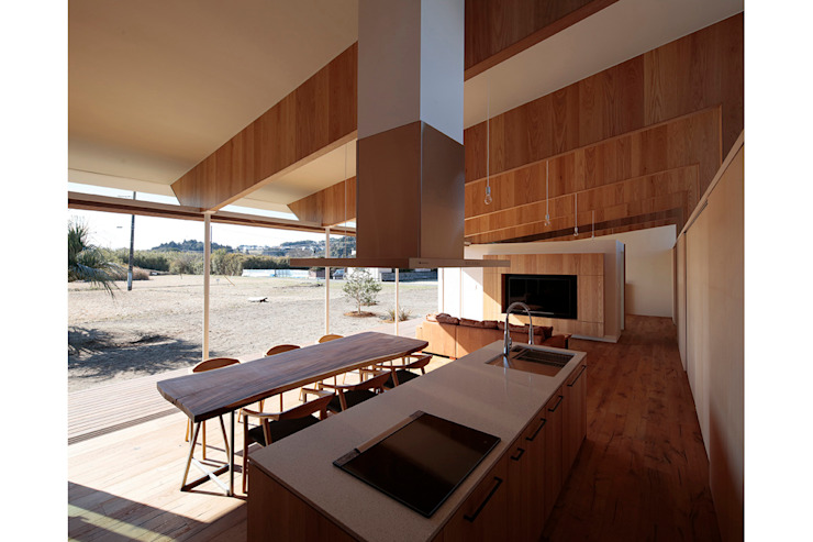 Modern Kitchen by 桑原茂建築設計事務所 / Shigeru Kuwahara Architects Modern