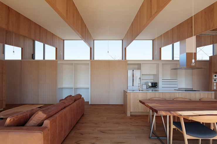Modern Living Room by 桑原茂建築設計事務所 / Shigeru Kuwahara Architects Modern