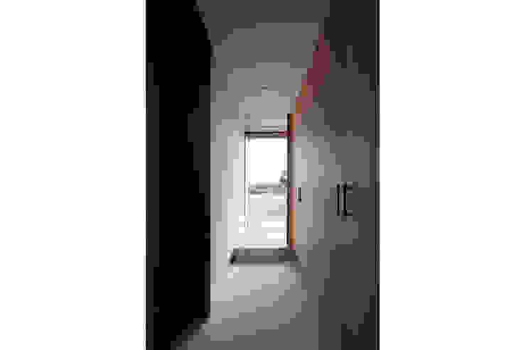 by 桑原茂建築設計事務所 / Shigeru Kuwahara Architects Сучасний