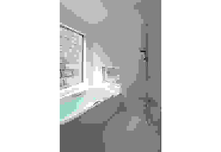 桑原茂建築設計事務所 / Shigeru Kuwahara Architects Scandinavian style bathroom