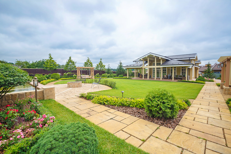 Регулярный сад с летним домом Сад в классическом стиле от Террадек Классический ДПК