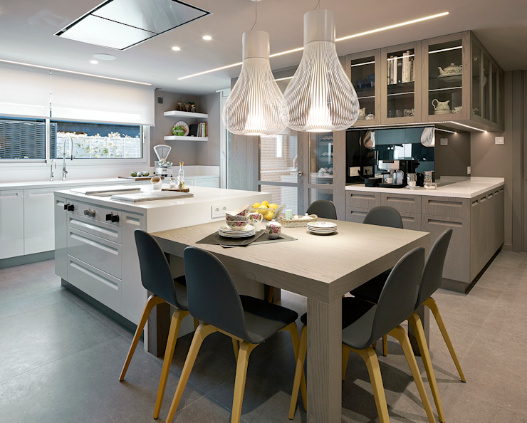 Kitchen by Molins Design, Modern