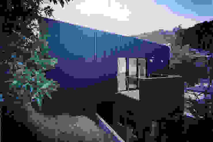 من 桑原茂建築設計事務所 / Shigeru Kuwahara Architects حداثي