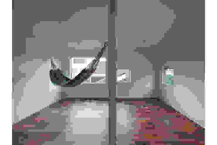Nursery/kid's room by 桑原茂建築設計事務所 / Shigeru Kuwahara Architects,