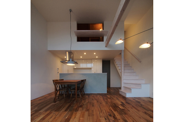 Living room by 桑原茂建築設計事務所 / Shigeru Kuwahara Architects,