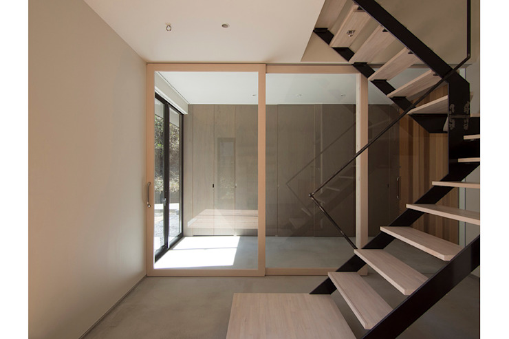 桑原茂建築設計事務所 / Shigeru Kuwahara Architects Modern Corridor, Hallway and Staircase