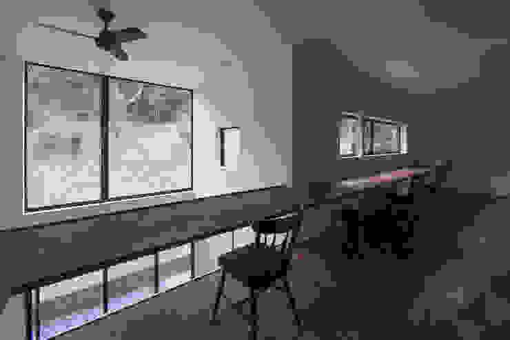 Детская комната в стиле модерн от 桑原茂建築設計事務所 / Shigeru Kuwahara Architects Модерн
