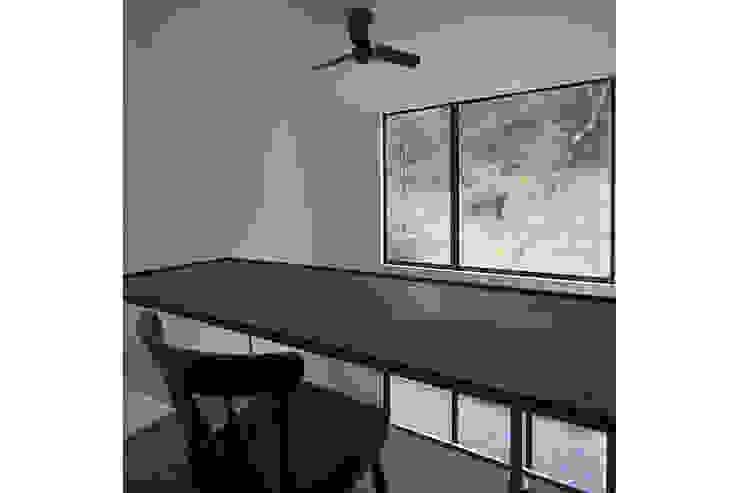 桑原茂建築設計事務所 / Shigeru Kuwahara Architects Modern Study Room and Home Office