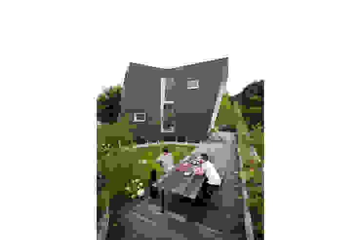 Taman Minimalis Oleh 桑原茂建築設計事務所 / Shigeru Kuwahara Architects Minimalis
