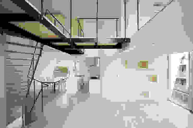 Minimalist living room by 桑原茂建築設計事務所 / Shigeru Kuwahara Architects Minimalist